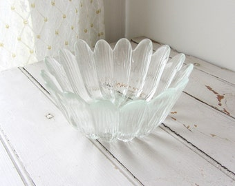 Vintage / Clear Glass Flower Bowl