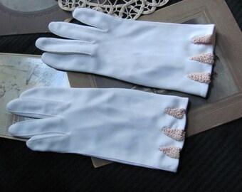 Vintage Ivory Nylon Ladies Wrist Gloves - Size 6-1/2 Van Raalte