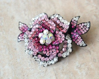 Adorable  flower brooch  with rhinestones  1 piece listing