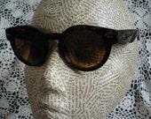 Classic Tortoiseshell Keyhole Sunglasses
