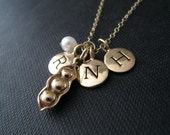 Mom necklace, three peas in a pod, gift for mom of three, personalized jewelry, nymetals