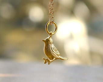 Tiny bird necklace in gold
