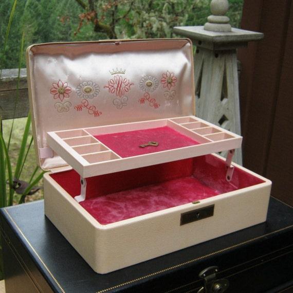 Vintage farrington jewelry box with key for Jewelry box with key