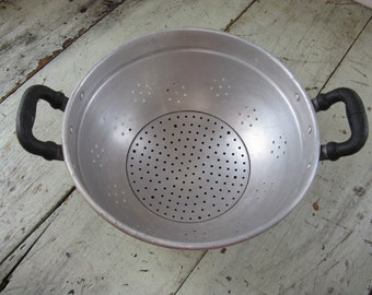 metal colander heavy duty rubber handles made in italy rustic kitchen country kitchen industrial kitchen