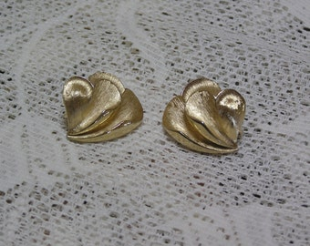 Vintage Crown Trifari Curled Hearts Gold Tone Clip Earrings