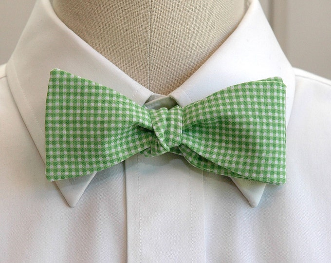 Men's Bow Tie, grass green mini gingham bow tie, kelly green white bow tie, wedding bow tie, groom bow tie, groomsmen gift, prom bow tie,