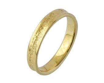 Men's Concave Hammered Wedding Band in Yellow Gold