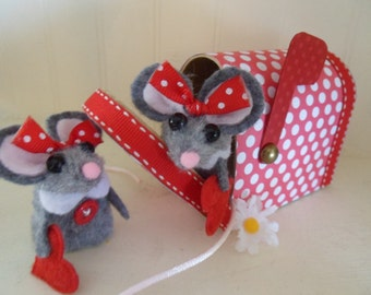 Mouse Finger Puppets in Mailbox