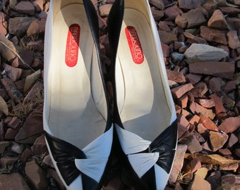 Vintage Black and White Leather Bandolino  Pumps Size 6 M Made in Italy