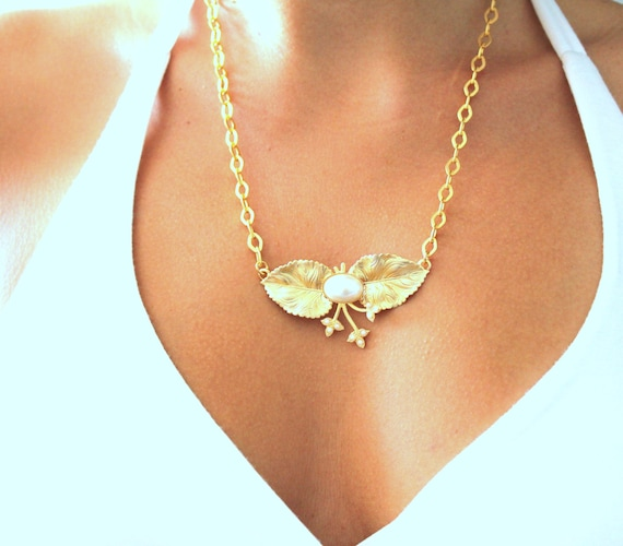 Pearls and gold Necklace shabby chic victorian style necklace 14k gold plated gold and pearls necklace.