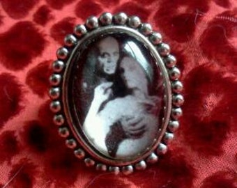 Nosferatu ring .
