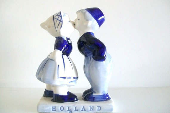 Delft Kissing Couple-Holland