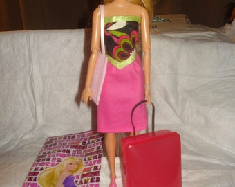 Fashion Doll takes a trip gift set in pink - blwc3