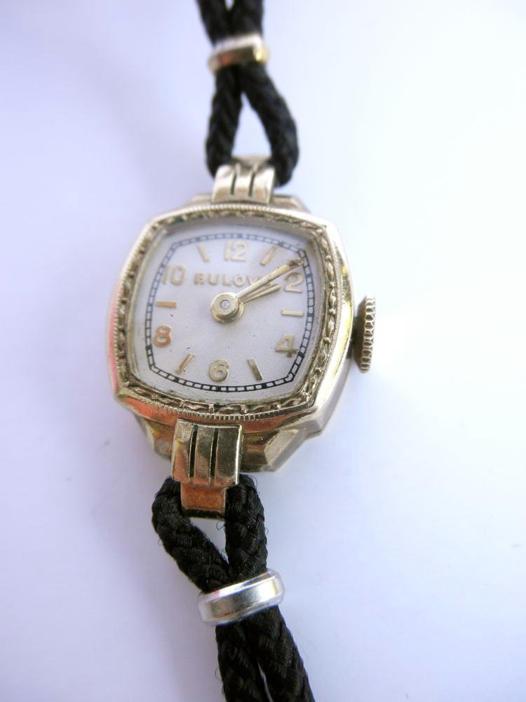 Vintage 1930s Bulova Ladies Gold Watch // Art Deco // Dress