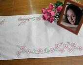 Dresser scarf, flower design