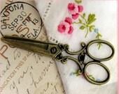 Charms : 10 Antique Bronze Victorian Scissors / Brass Ox Scissor Charms / Pendants 25x60mm -- Lead, Nickel & Cadmium Free 040/119-J2I