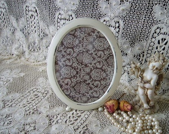 Shabby and chic Oval metal frame, creamy white, distressed,