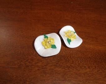 vintage clip on earrings lucite flower