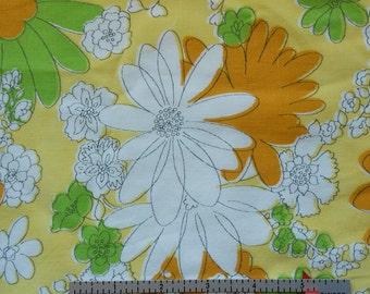 Mod Green, White and Butterscotch Daisies Vintage Sheet Fat Quarter