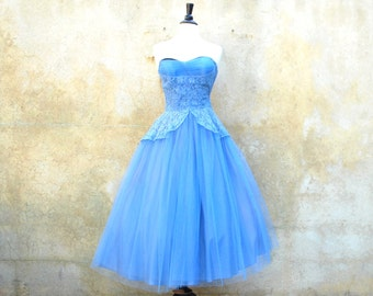 1950s cocktail / party dress- periwinkle blue 50s strapless lace tulle prom dress with capelet- small