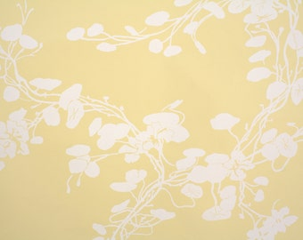 Retro Wallpaper by the Yard 70s Vintage Wallpaper - 1970s Vinyl White Floral Vines on Pale Yellow