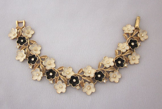 Black and White Flower Bracelet, Vintage Enamel Rhinestone Bracelet, Spring Vintage Jewelry from JryenDesigns