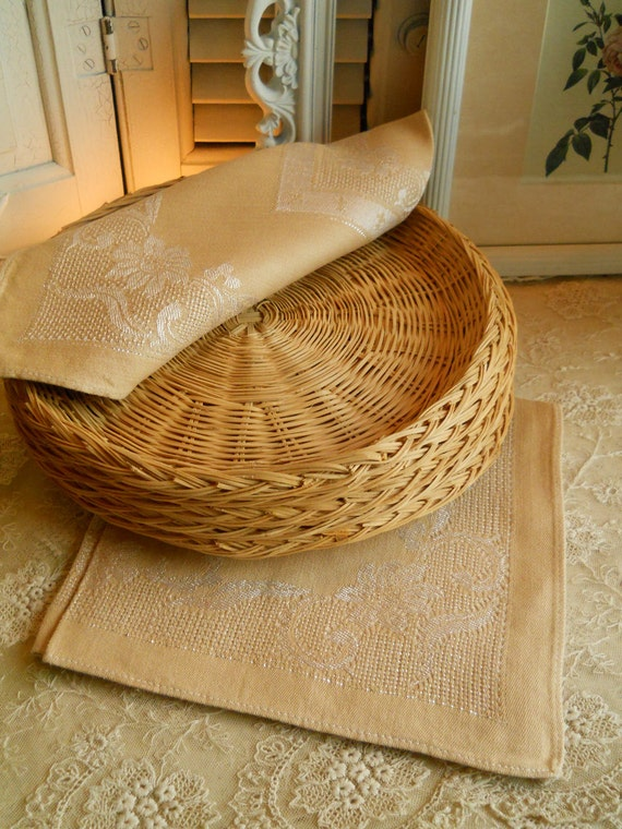 Vintage Wicker Paper Plate Liners for Picnics and BarBQues Set of 5 Vintage Housewares Cottage Chic Picnic Supplies