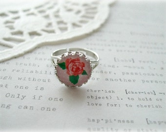 Silver Round Pink and Red Rose Ring with Decorative Edging