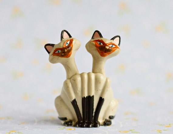Siamese Cats Figurine - Disney Characters Lady and the Tramp - Made in Vietnam