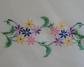 "Vintage Linen Tablecloth - Bright Daises, 44"" x 48""."