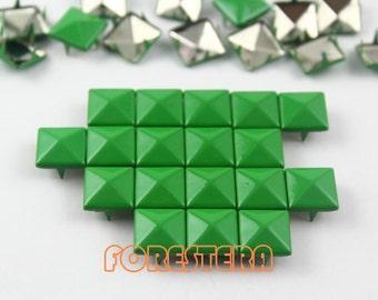 200Pcs 10mm Green Color PYRAMID Studs (CP-6037-10)