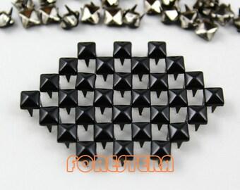 200Pcs 5mm Black Color PYRAMID Studs (CP-BL05)