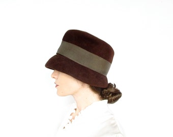 Vintage Hat .  1940s Brown Velour Top Hat Shaped Cloche .