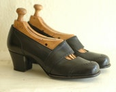 vintage 1940s shoes / 40s black leather mary janes / her wingtips / size 6