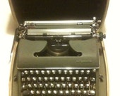 1950s Olympia SM-3 Deluxe manual typewriter (army green)