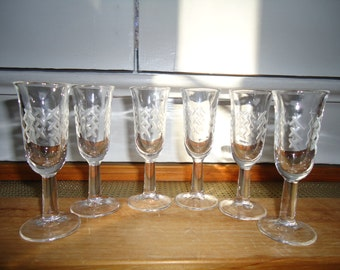 Vintage 1960's Set of 6 Etched Glass Aperitif Cocktail Glasses Great Condition