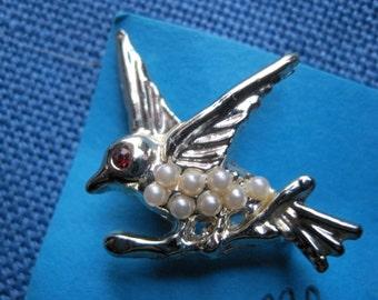 Vintage Gold Tone Faux Pearl Bird Brooch