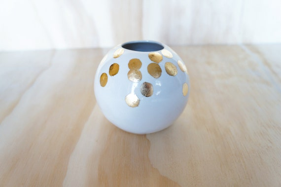 white ball vase with gold dots
