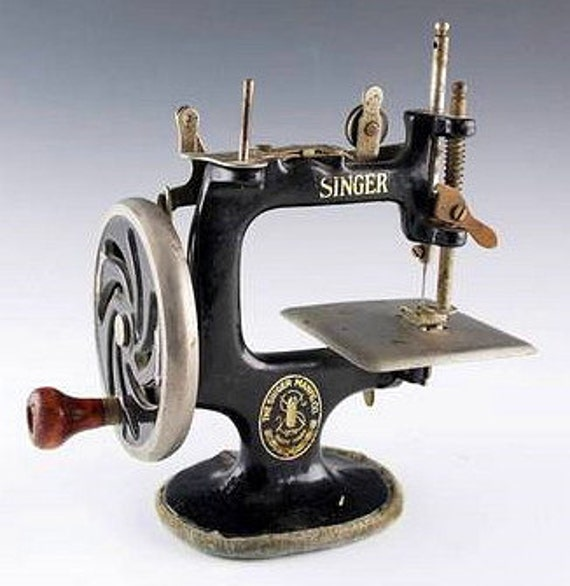 mini singer sewing machine antique