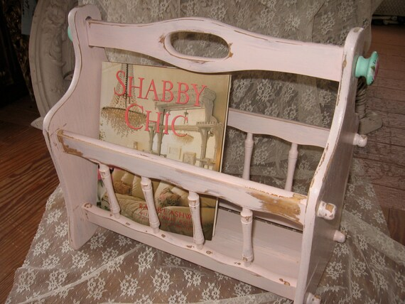 shabby chic pink magazine rackchippy distressed french chic. Black Bedroom Furniture Sets. Home Design Ideas