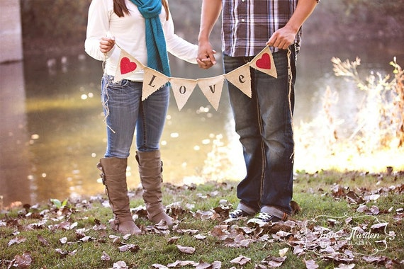 LOVE BANNER BURLAP / Bunting / Engagement Photo Shoot / Wedding Decoration / Valentine's Banner / Valentine's Deocration