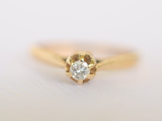 Vintage 1980s / diamond solitaire 9k gold engagement . Wedding ring/ size 5.5 // SIMPLE BLISS