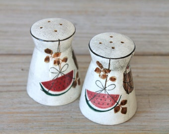 Vintage retro salt and pepper shakers / retro home decor / wine basket / modern home / mid century / collectible shaker set / retro kitchen