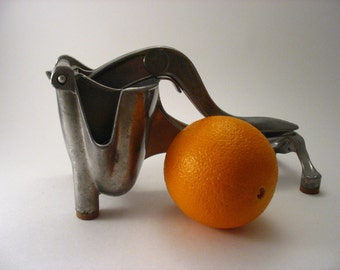Wear-Ever Aluminum Hand Juicer Juice Press With Strainer Patent 1936 Made In Canada