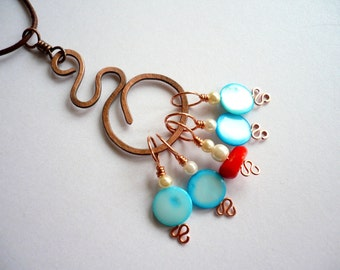 Stitch Markers With Pendant Marker Keeper / Holder - Blue and Red Shell and Coral Beads - Set of 5