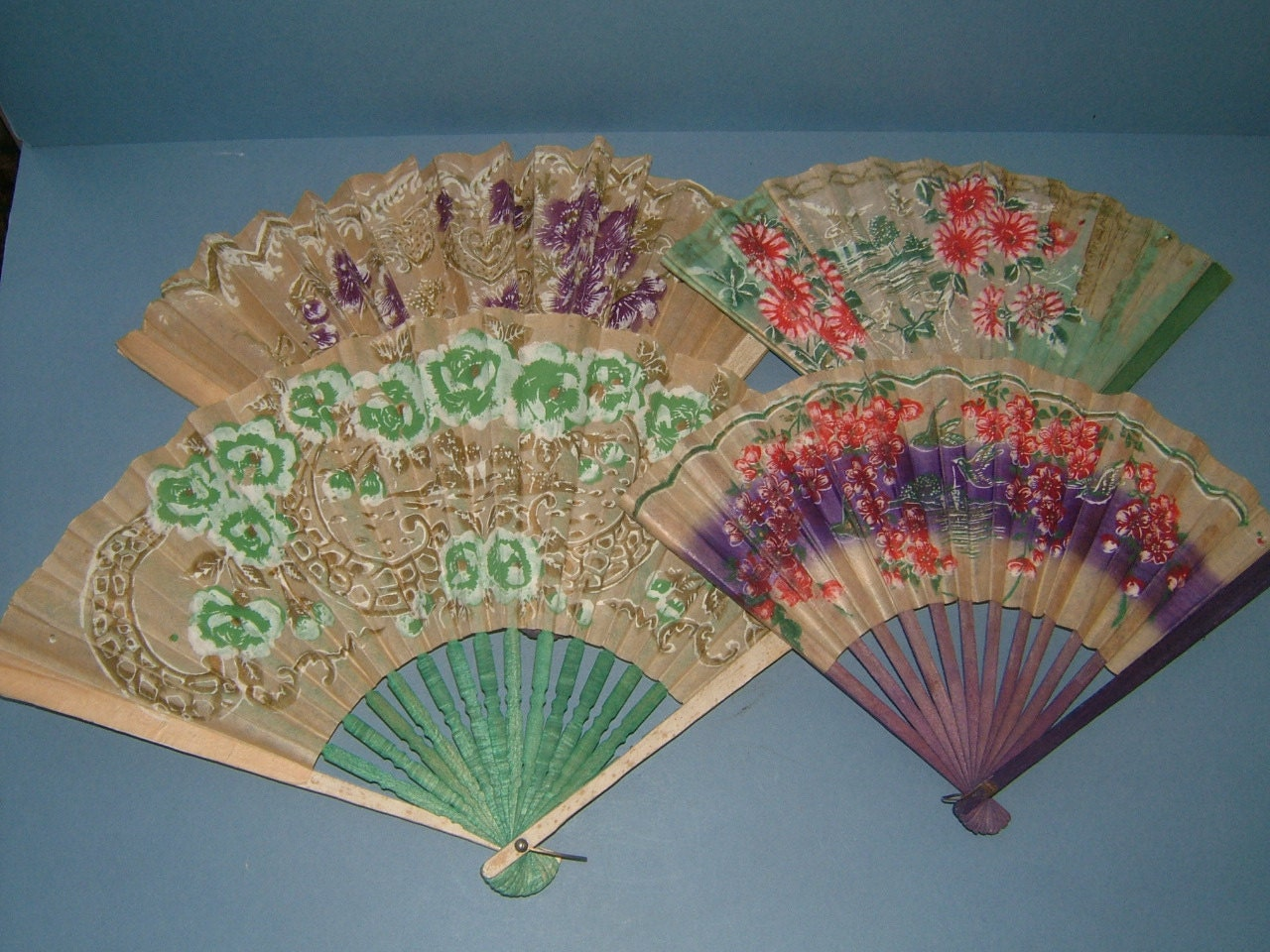 four vintage hand held paper fans made in by biminicricket. Black Bedroom Furniture Sets. Home Design Ideas