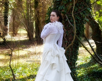 Noce long Weddingskirt with FrouFrou and train.