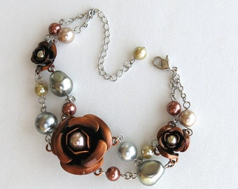 Victorian silver-plated bracelet with round and irregular Swarovski pearls and copper roses
