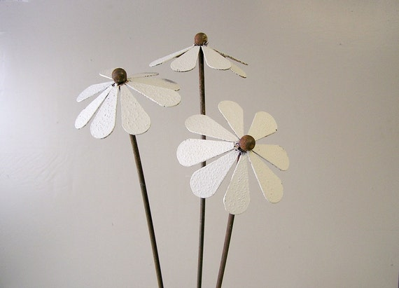 metal flower, daisy, set of 3, flower bouquet, garden art, plant stake, assorted colours available