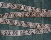 1 Yard Dainty Ecru Cotton Lace Trim - Antique Vintage Supplies - NOS - Sewing, Crafting